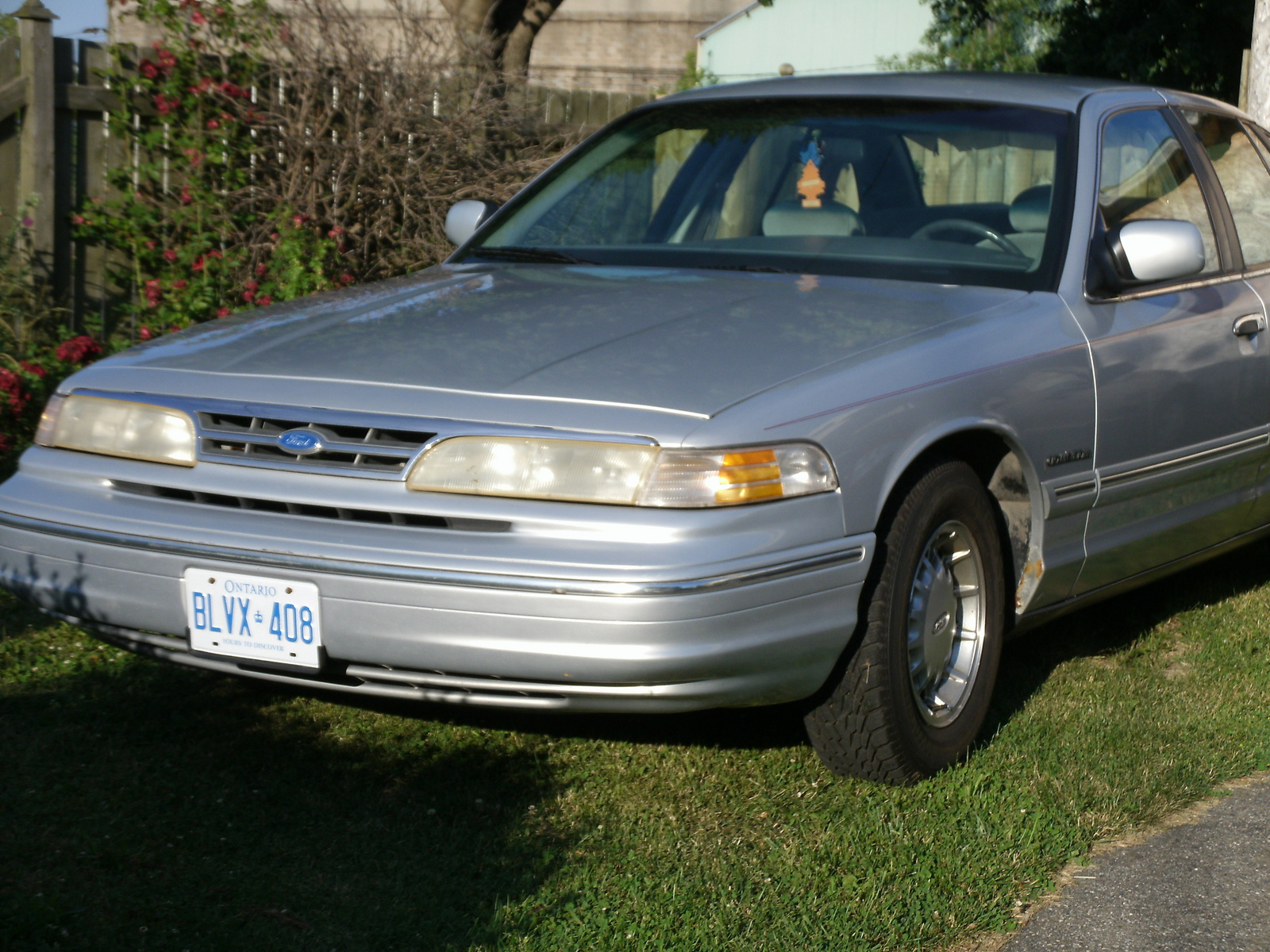 1995 Ford Crown Victoria 4 Dr LX Sedan picture, exterior