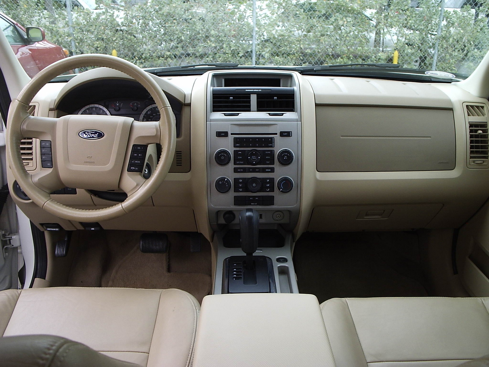 2010 ford escape interior pictures cargurus. Black Bedroom Furniture Sets. Home Design Ideas