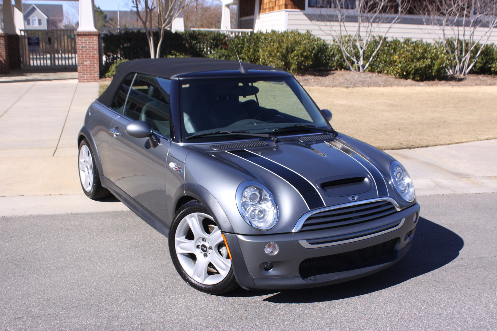 car review 2005 john cooper works mini cooper s. Black Bedroom Furniture Sets. Home Design Ideas
