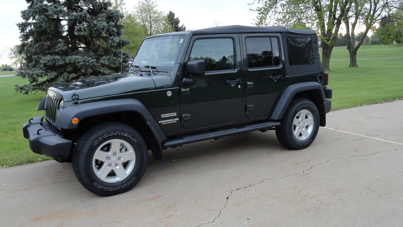 2010 jeep wrangler unlimited sport 4wd picture exterior. Cars Review. Best American Auto & Cars Review