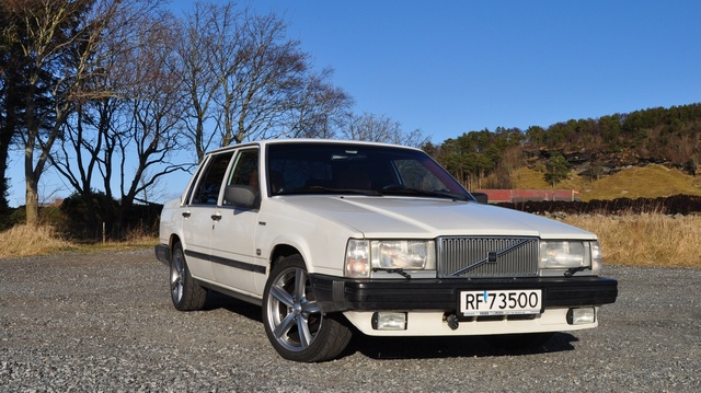 Picture of 1987 Volvo 740
