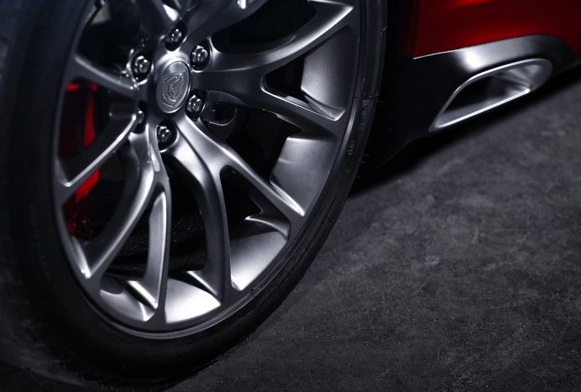 2013 SRT Viper, Front tire copyright Yahoo Autos., exterior, manufacturer