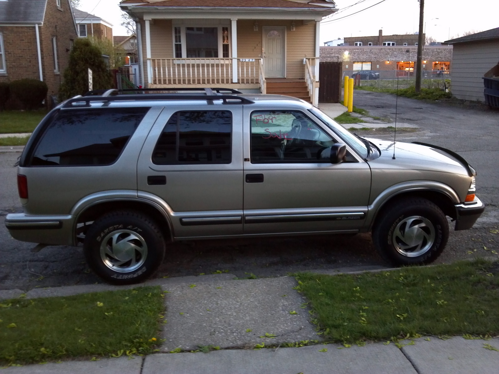 2001 Chevrolet Blazer Overview C863 likewise 94 Chevy 4wd Shift Actuator Location in addition Silverado Prerunner Suspension Kit together with Discussion T8873 ds556526 also 4bxea Chevrolet K1500 4x4 1995 Chevy Silverado 4x4. on 2000 chevy s10 4wd