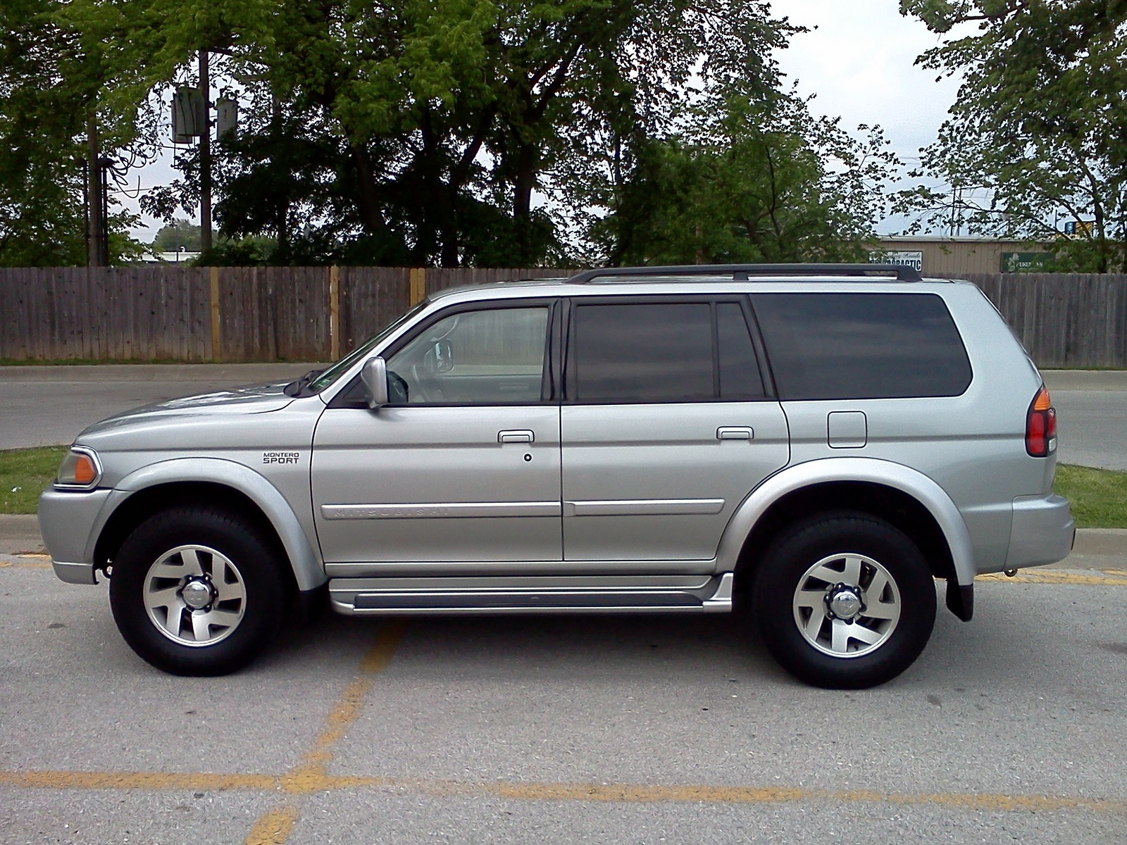 picture of 2001 mitsubishi montero sport limited 4wd exterior