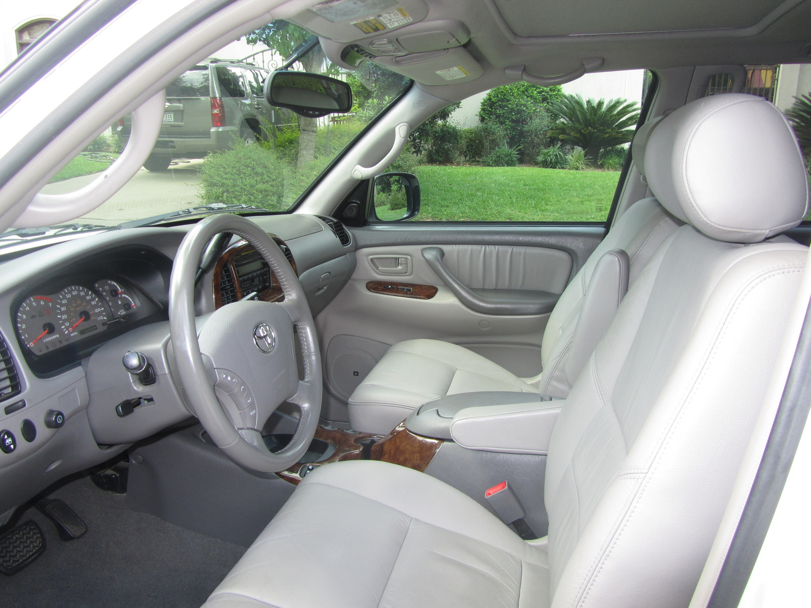 Picture of 2004 Toyota Sequoia Limited, interior
