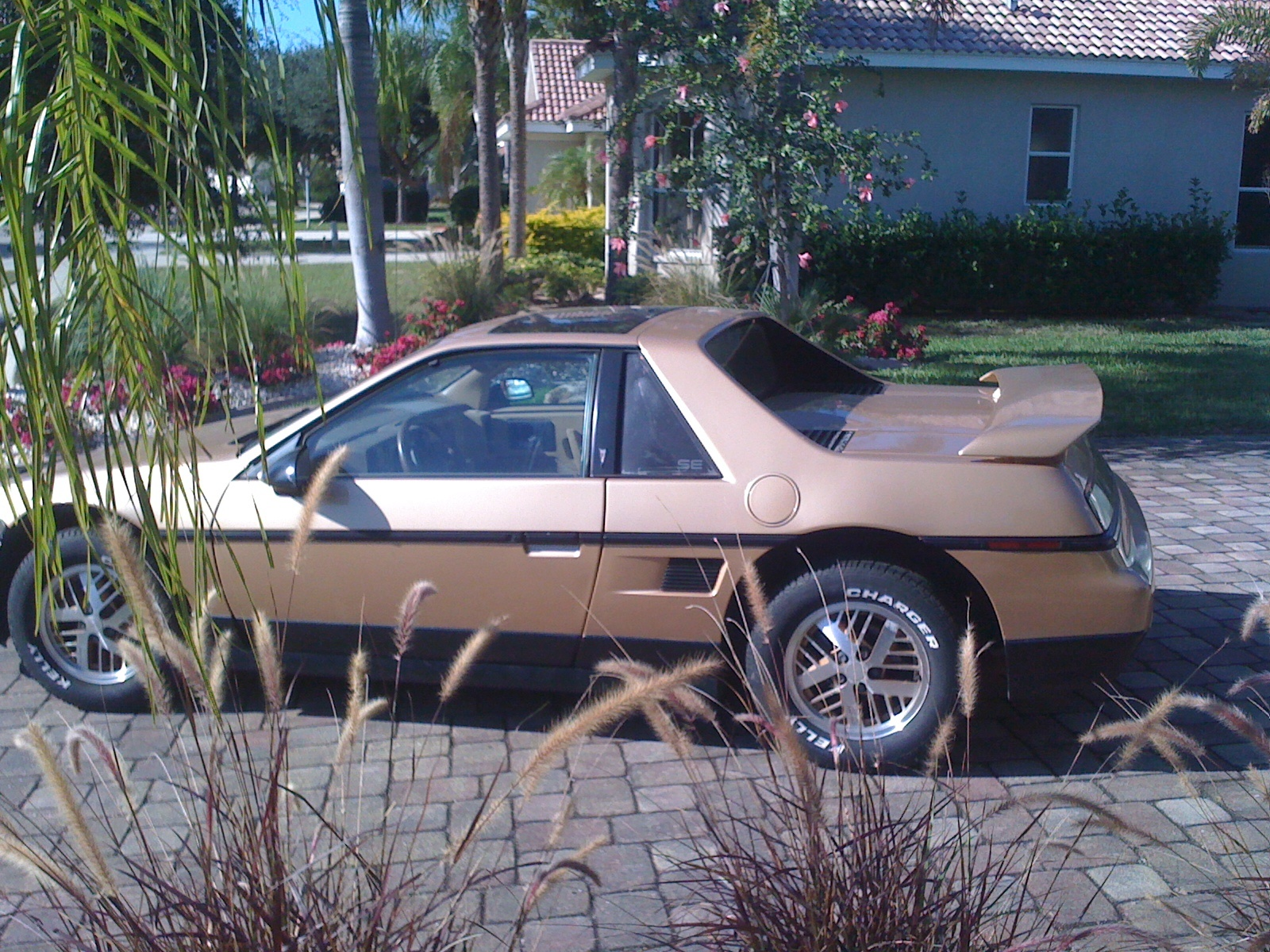 pontiac fiero questions decided to sell one owner bought it new 87k mi 86 se model. Black Bedroom Furniture Sets. Home Design Ideas
