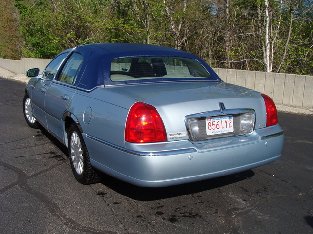 2005 Lincoln Town Car Overview Cargurus