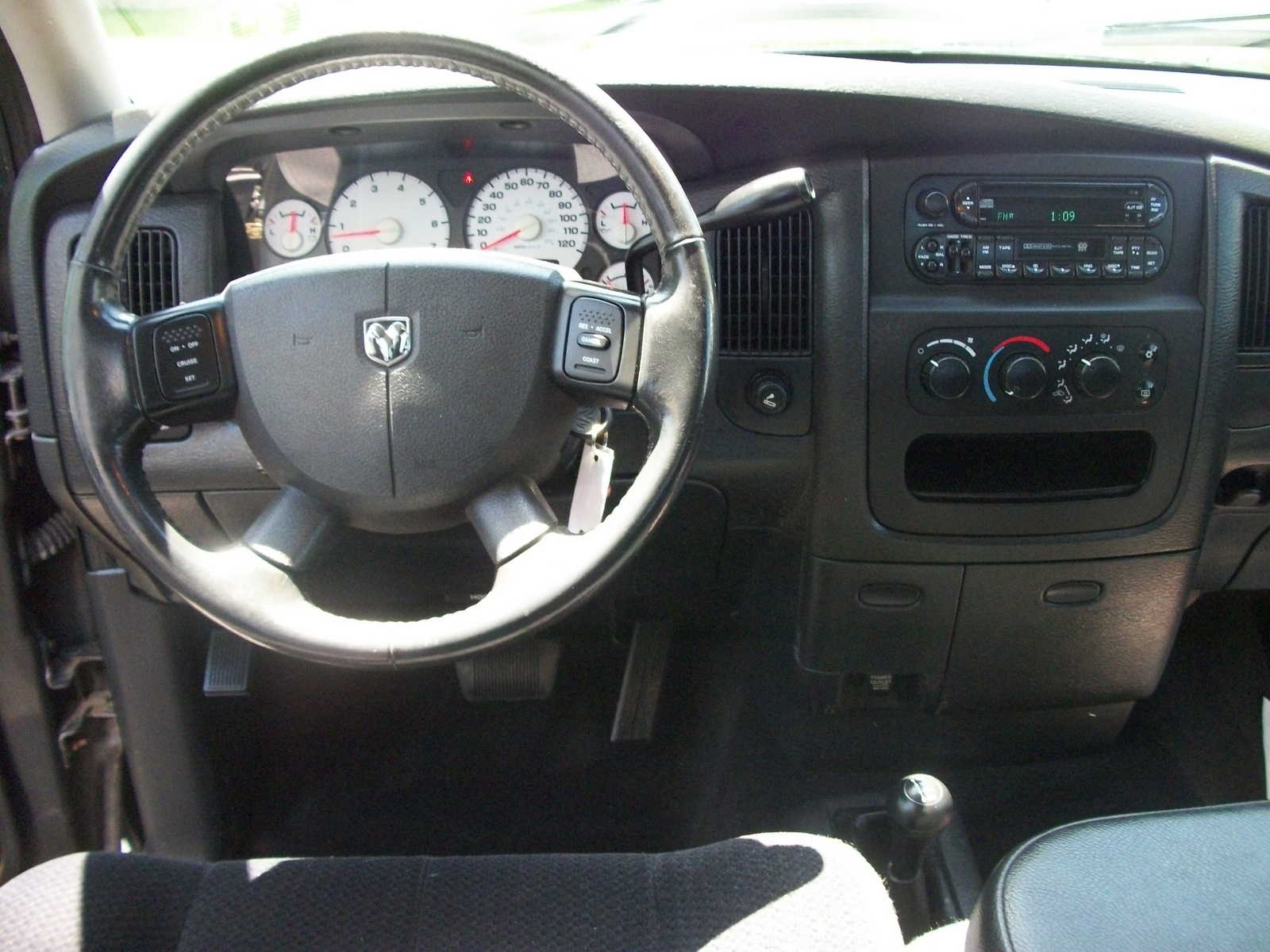 2004 dodge ram pickup 1500 interior pictures cargurus. Black Bedroom Furniture Sets. Home Design Ideas
