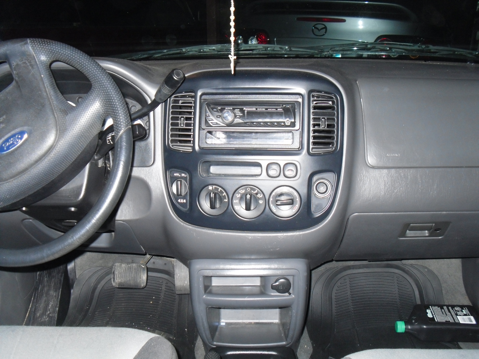 2004 ford escape interior pictures cargurus. Black Bedroom Furniture Sets. Home Design Ideas