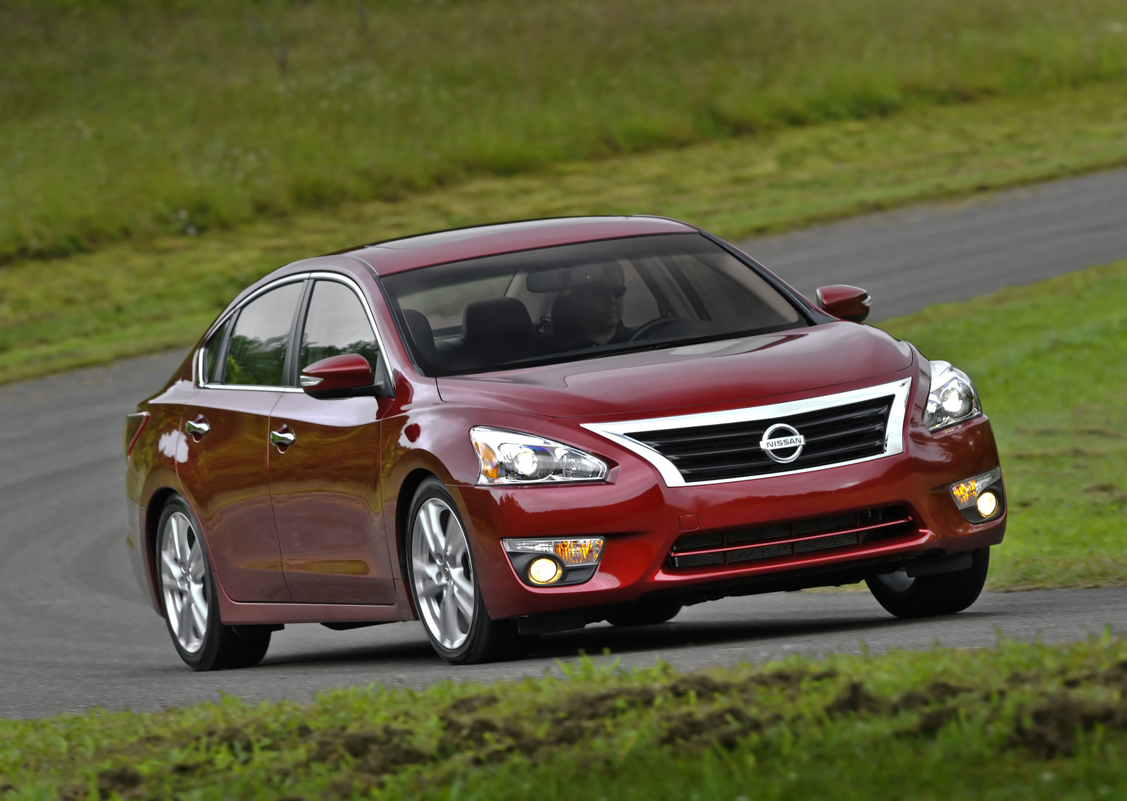 2013 Nissan Altima, Front Quarter View, Exterior, Manufacturer,  Gallery_worthy