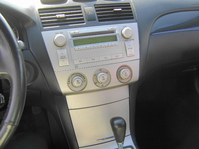 interior of toyota camry 2006 car and driver stone gray interior 2006 toyota camry se photo. Black Bedroom Furniture Sets. Home Design Ideas