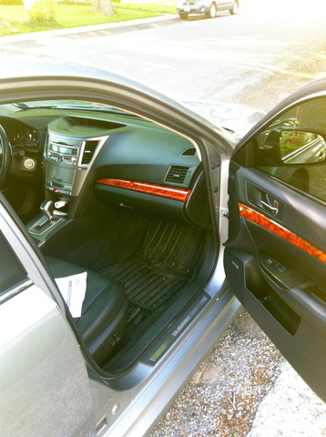 Picture of 2010 Subaru Legacy 3.6R Limited, interior