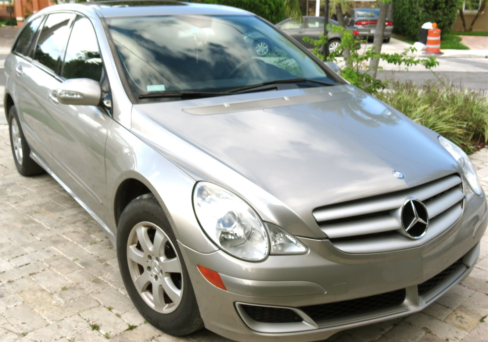 2006 mercedes benz r class overview cargurus for Mercedes benz r350 2006