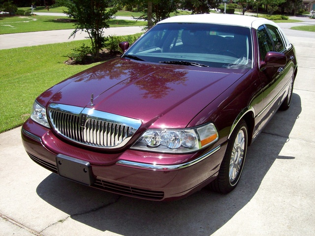 Lincoln Town Car Signature Limited Pic X