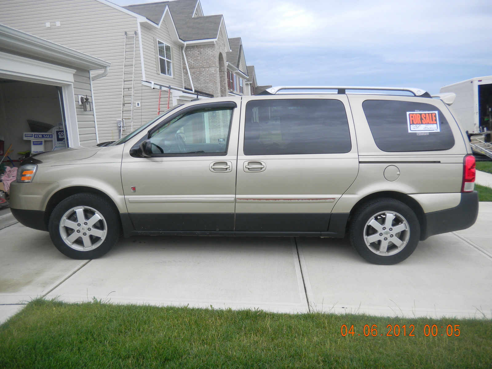 Picture of 2005 Saturn Relay 4 Dr 3 Passenger Van