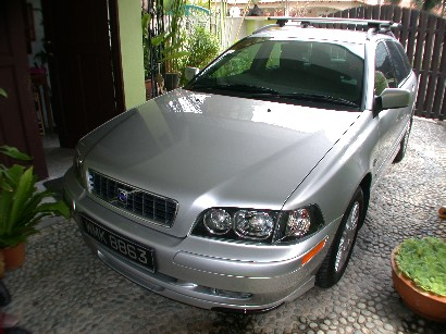 2003 Volvo V40 4 Dr Turbo Wagon picture, exterior