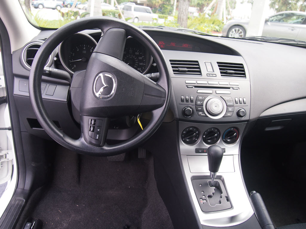 2011 mazda mazda3 interior pictures cargurus. Black Bedroom Furniture Sets. Home Design Ideas