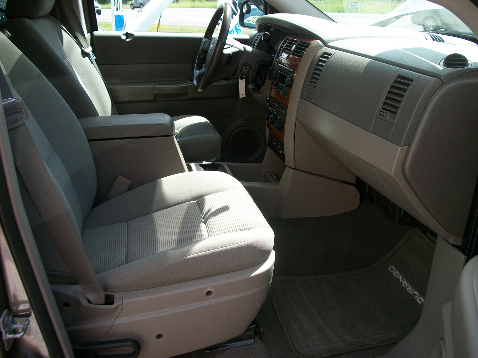 photos of dodge durango photo galleries on flipacars. Black Bedroom Furniture Sets. Home Design Ideas