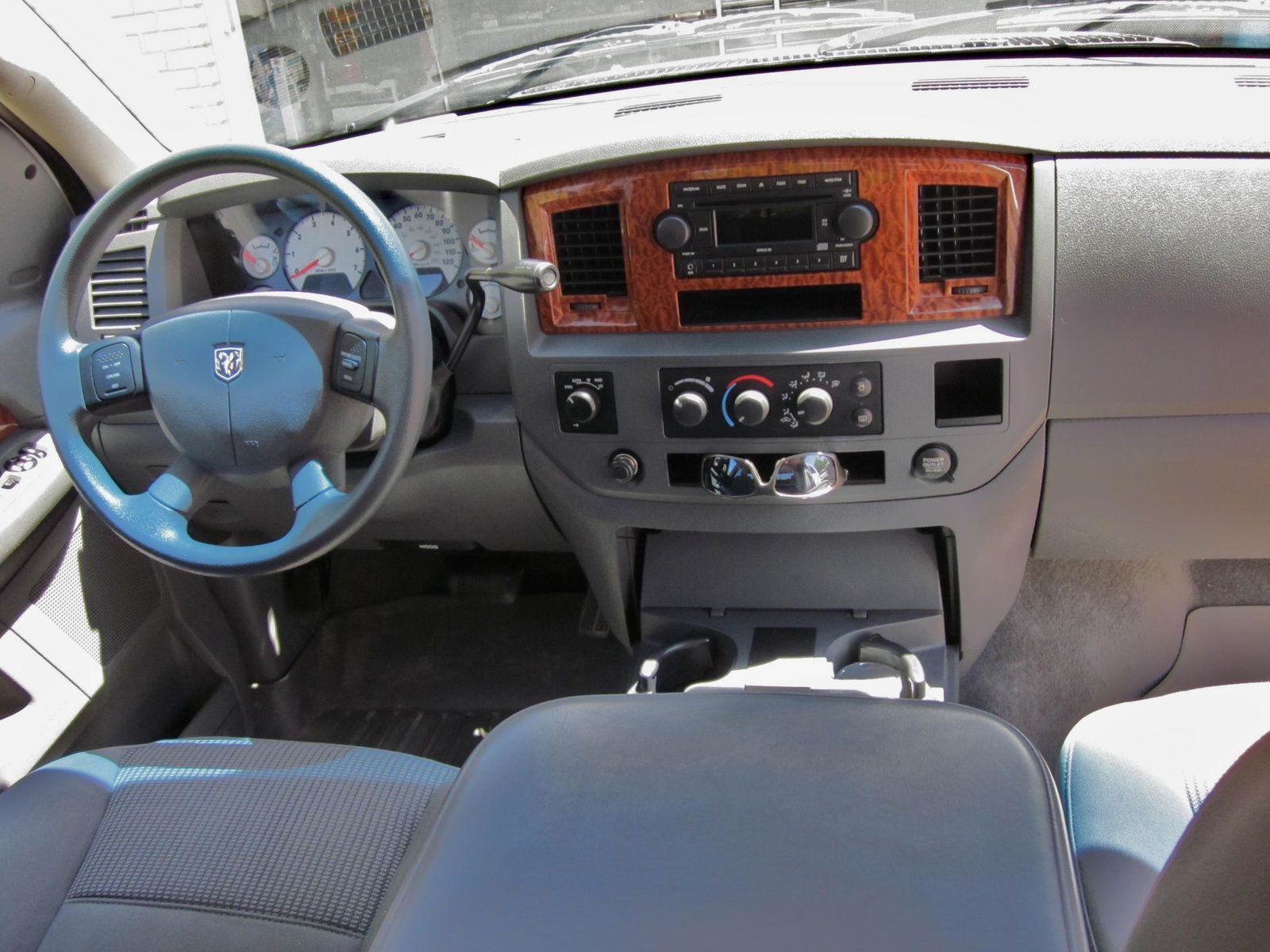 2006 dodge ram pickup 1500 interior pictures cargurus. Black Bedroom Furniture Sets. Home Design Ideas