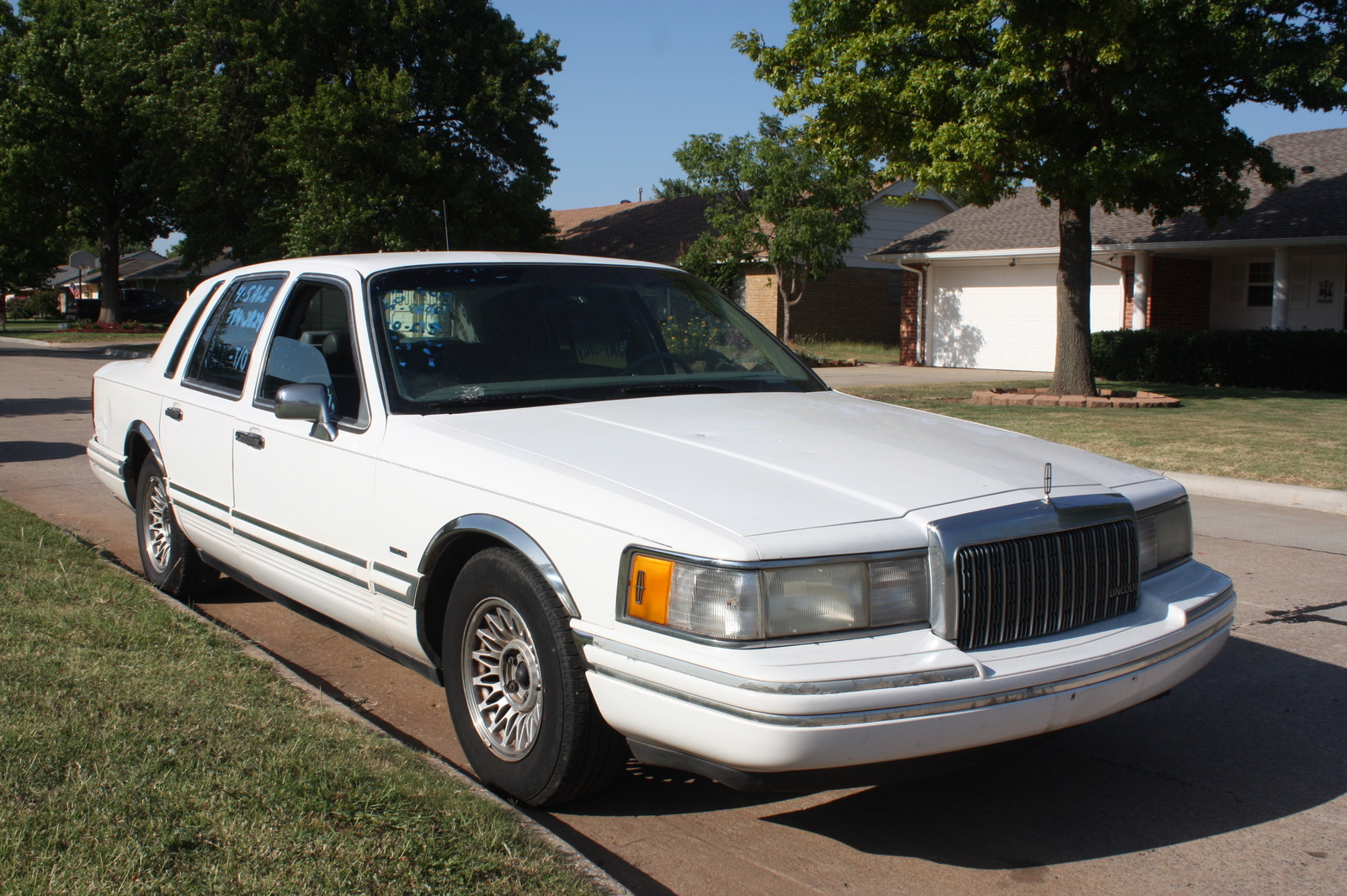 Picture of 1994 Lincoln Town Car 4 Dr Executive Sedan