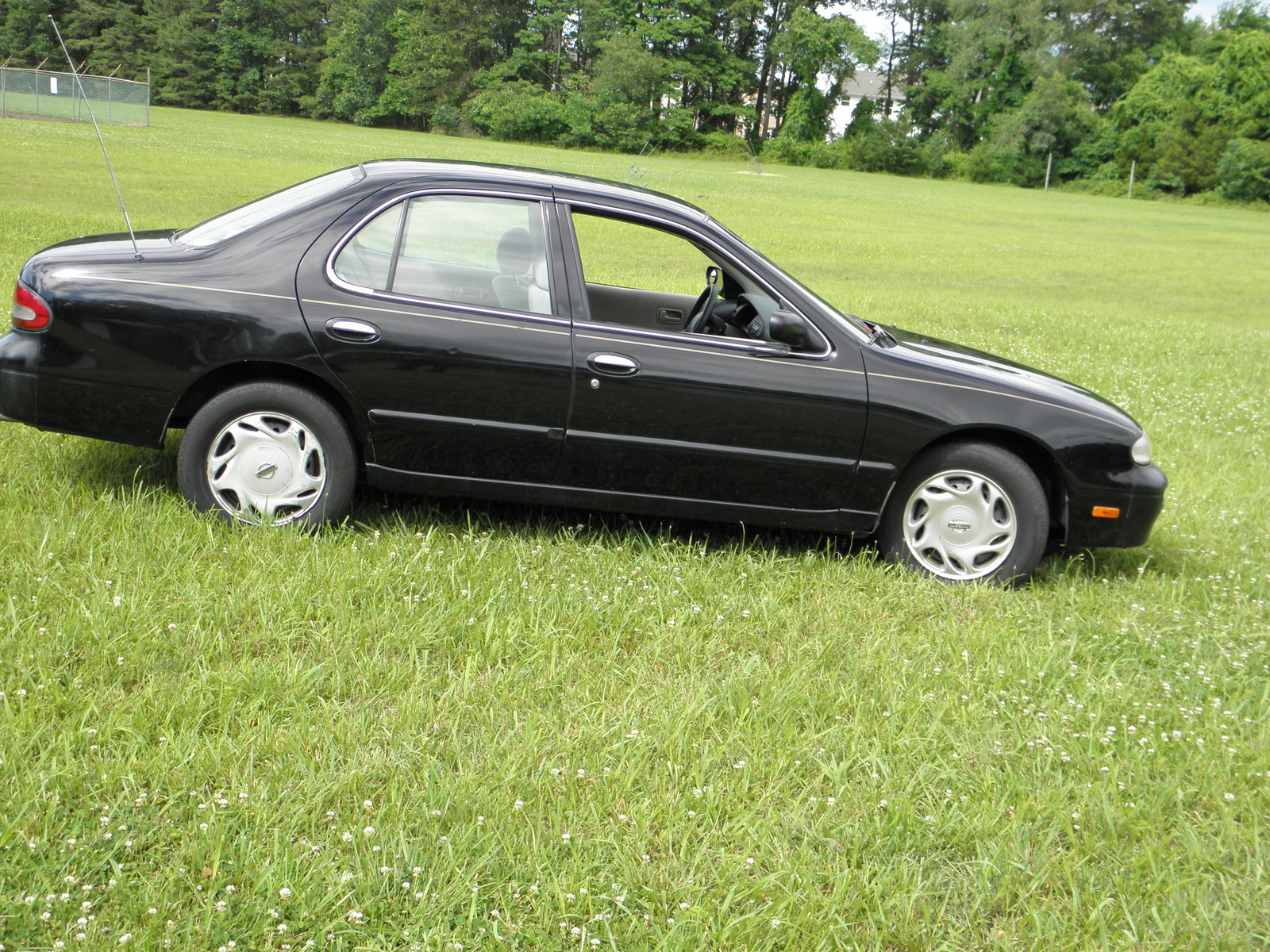 Picture Of 1997 Nissan Altima Gxe Exterior