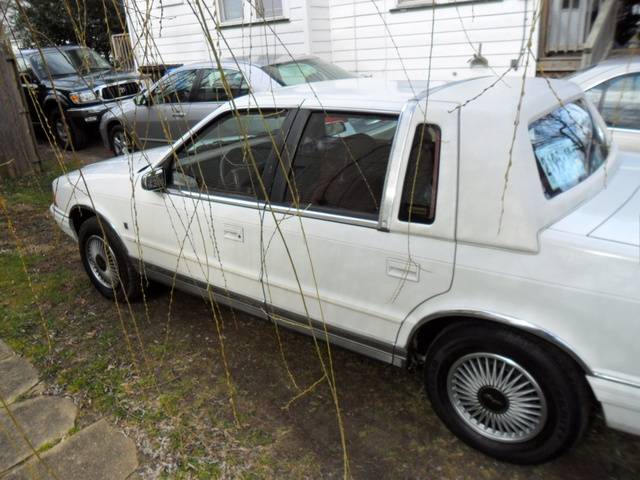 Picture of 1990 Chrysler Le Baron Base