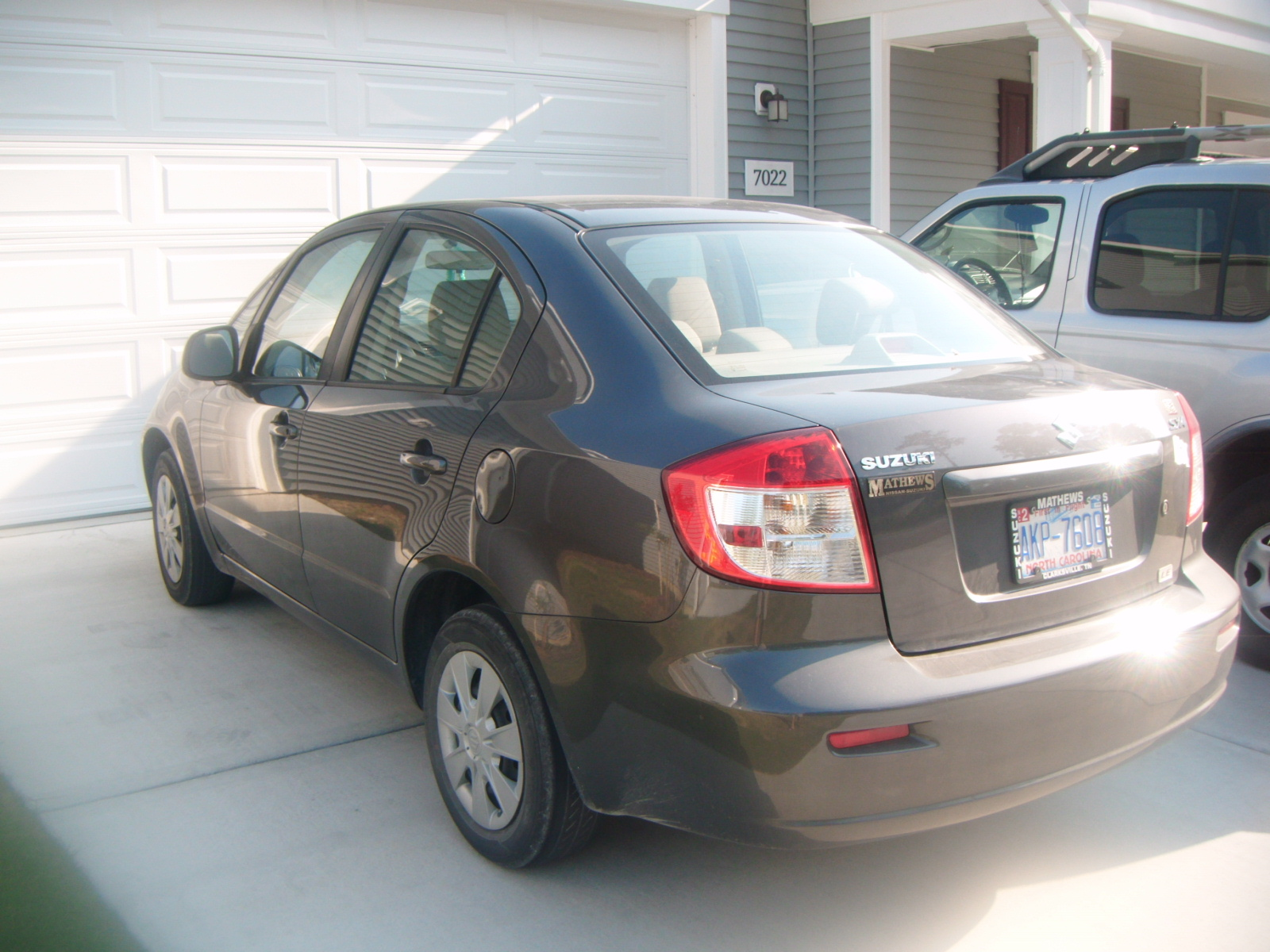 Picture of 2010 Suzuki SX4 LE Popular, exterior