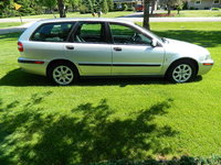 Picture of 2002 Volvo V40 4 Dr Turbo Wagon, exterior