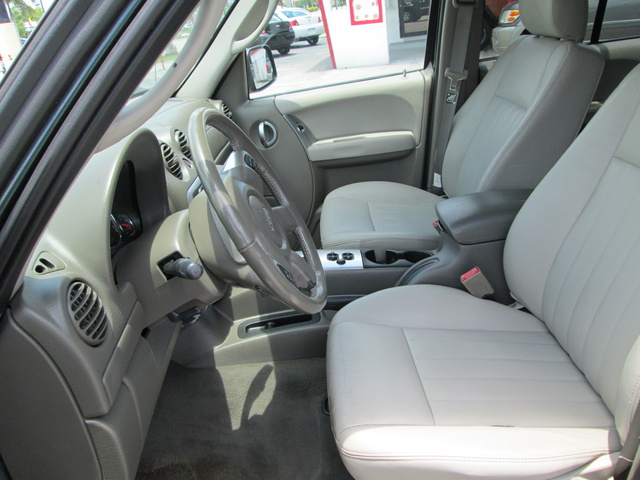2005 jeep liberty pictures cargurus for 2004 jeep liberty interior accessories