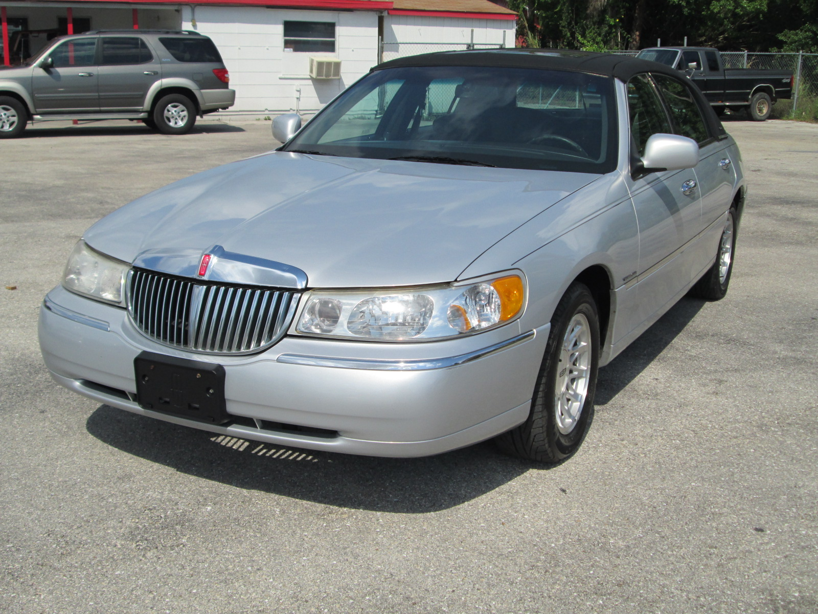 1998 Lincoln Town Car - Exterior Pictures