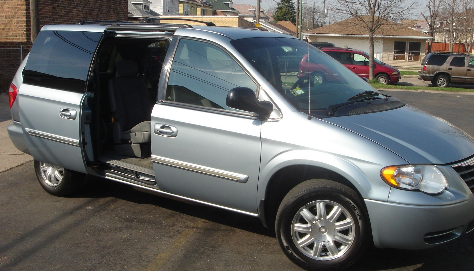 picture of 2005 chrysler town country touring exterior interior. Cars Review. Best American Auto & Cars Review