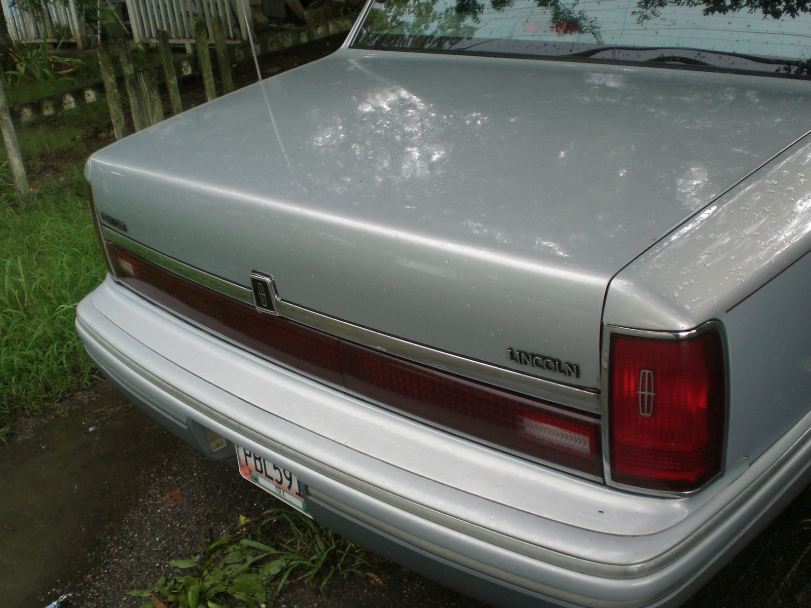 1994 Lincoln Town Car 4 Dr Cartier Sedan picture