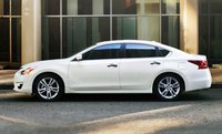 2013 Nissan Altima, Side View., exterior, manufacturer, gallery_worthy