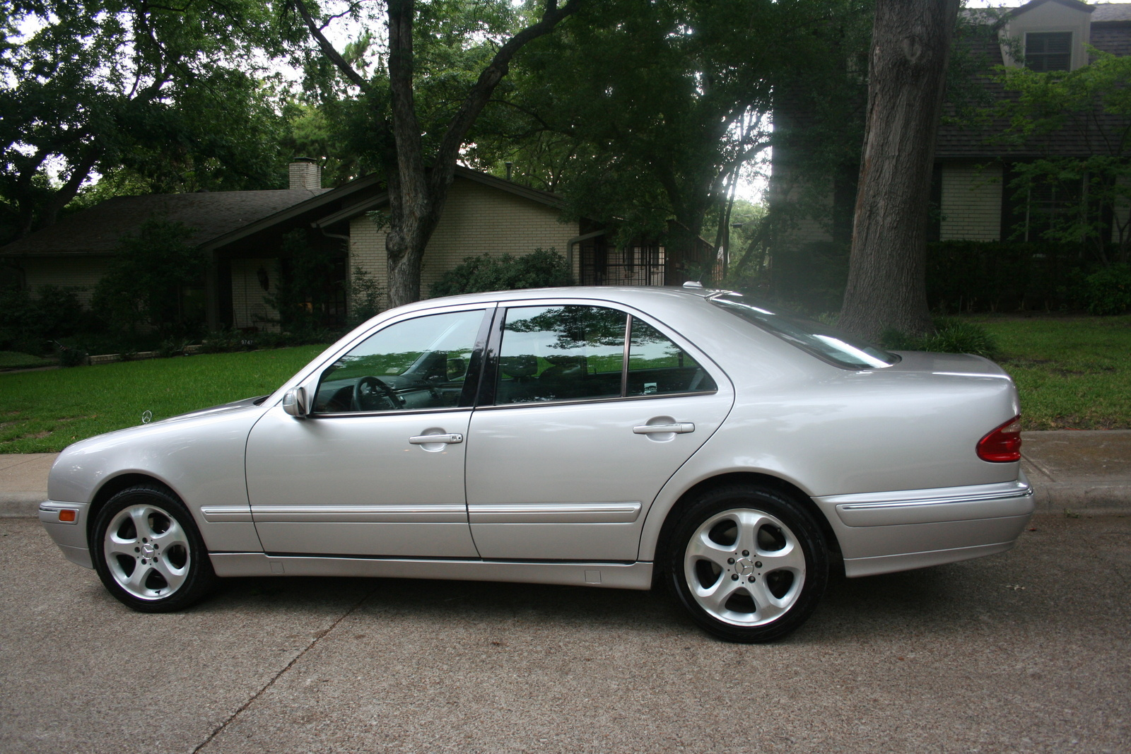 Service manual 2002 mercedes benz e class remove outside for Maintenance mercedes benz