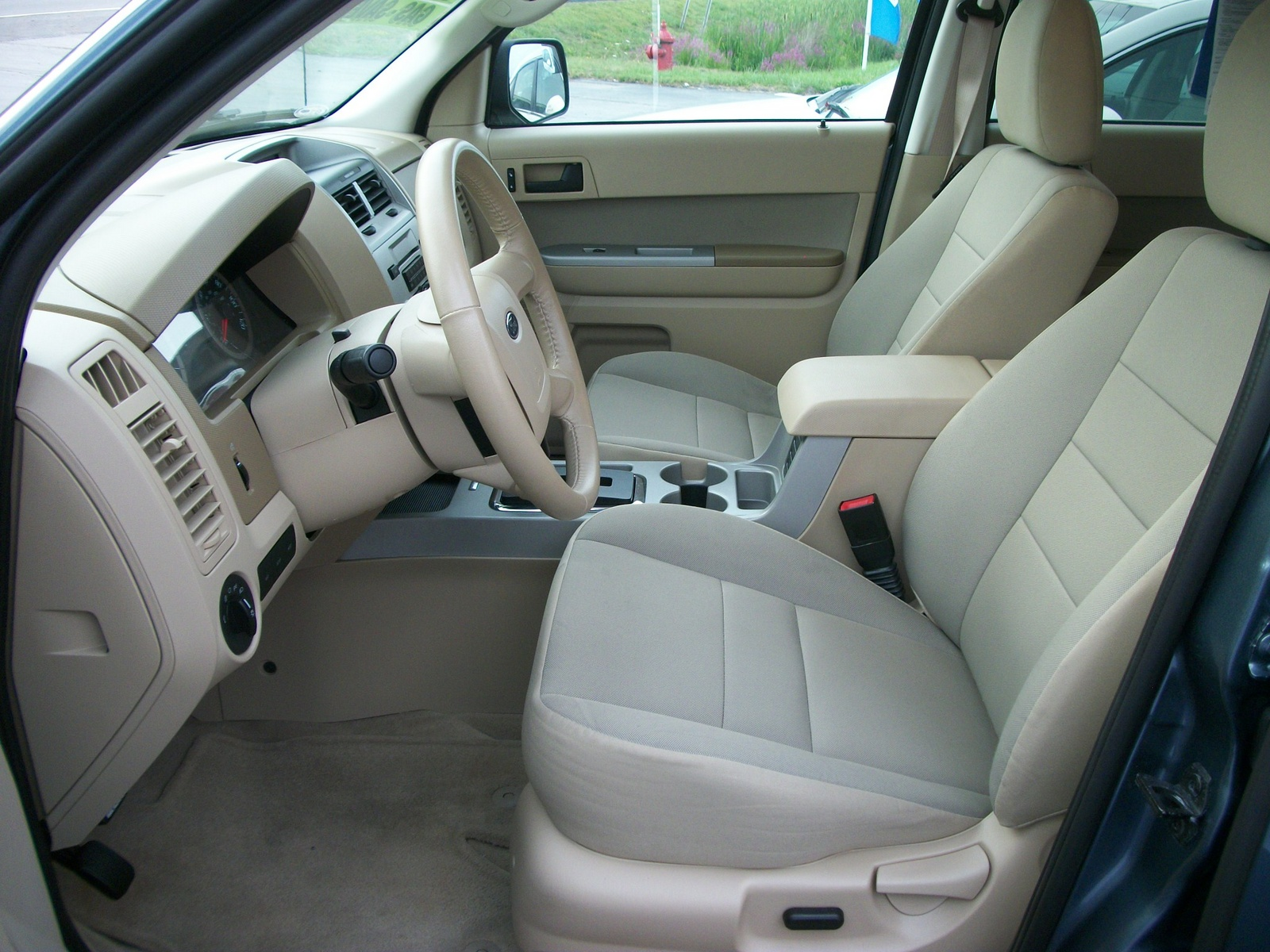 2011 ford escape interior pictures cargurus. Black Bedroom Furniture Sets. Home Design Ideas