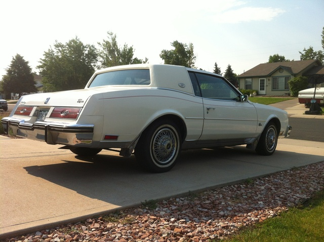 Picture of 1984 Buick Riviera