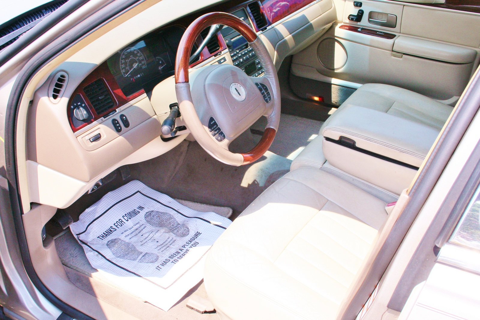 2003 Lincoln Town Car - Pictures