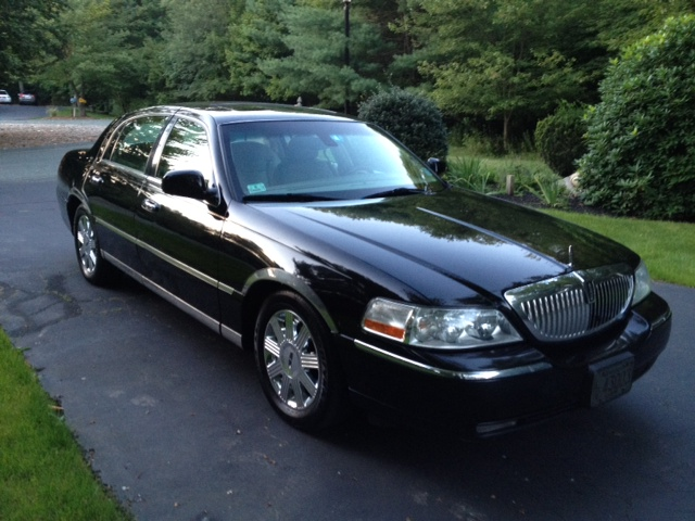http://static.cargurus.com/images/site/2012/08/26/20/15/2003_lincoln_town_car_cartier-pic-6972696042345342584.jpeg