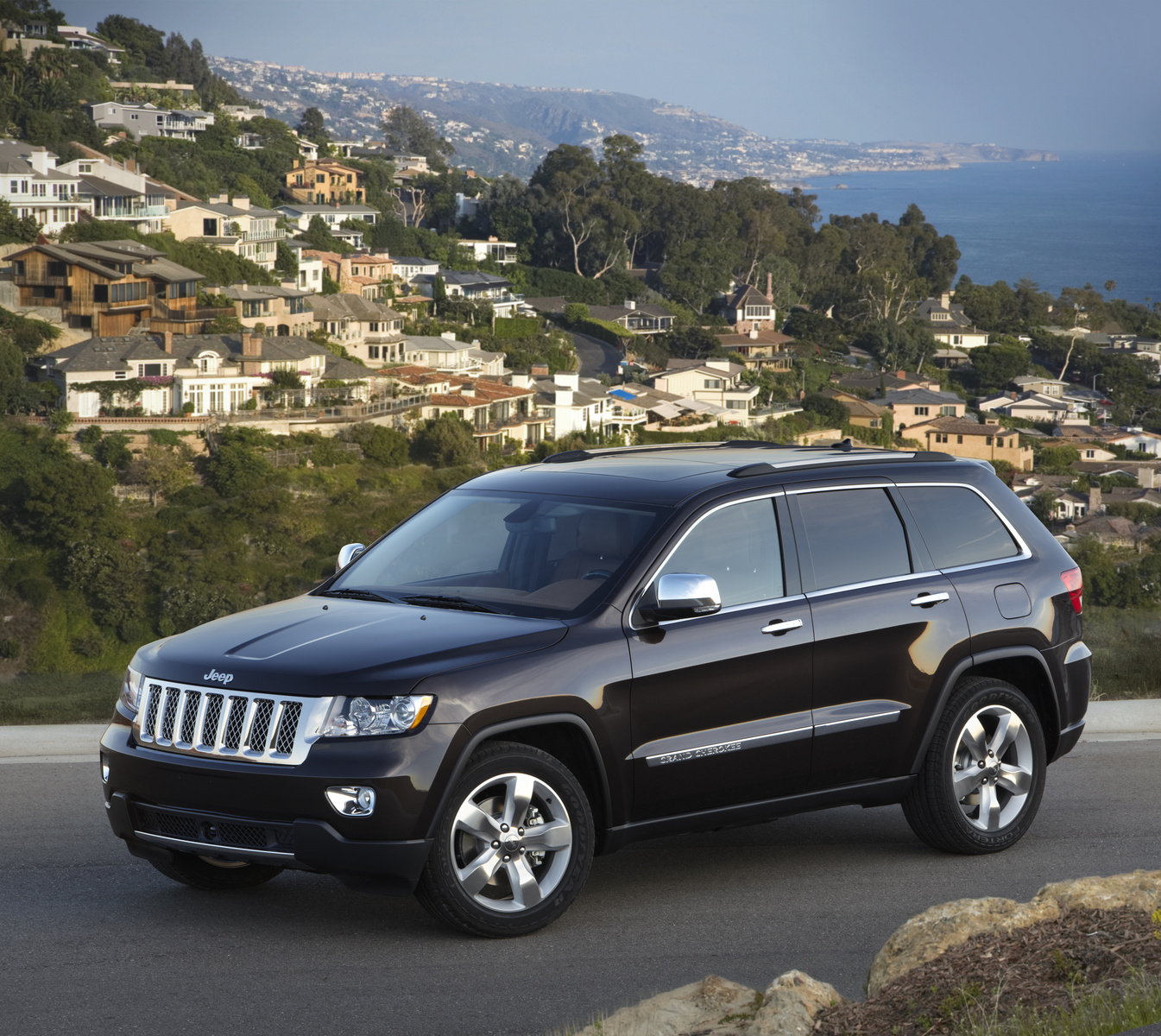 2013 Jeep Grand Cherokee, Front-quarter view from above, manufacturer, exterior