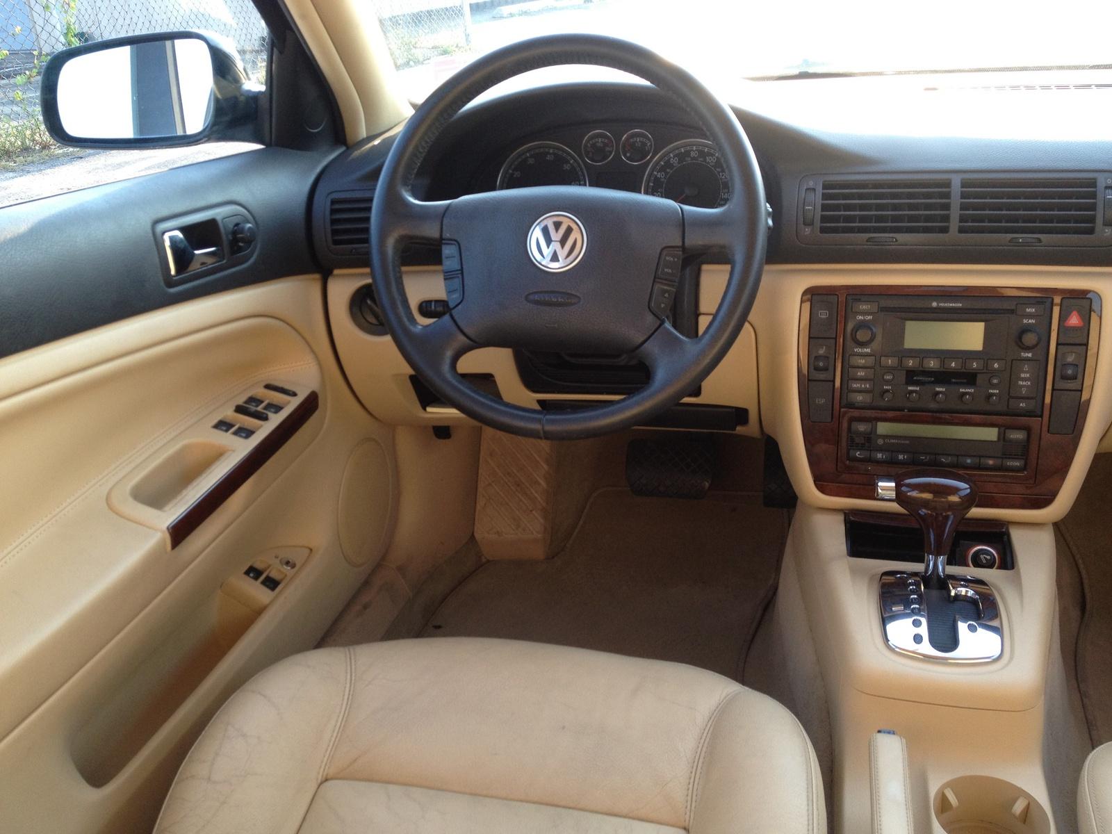 2004 volkswagen passat interior pictures cargurus for Volkswagen passat 2000 interior