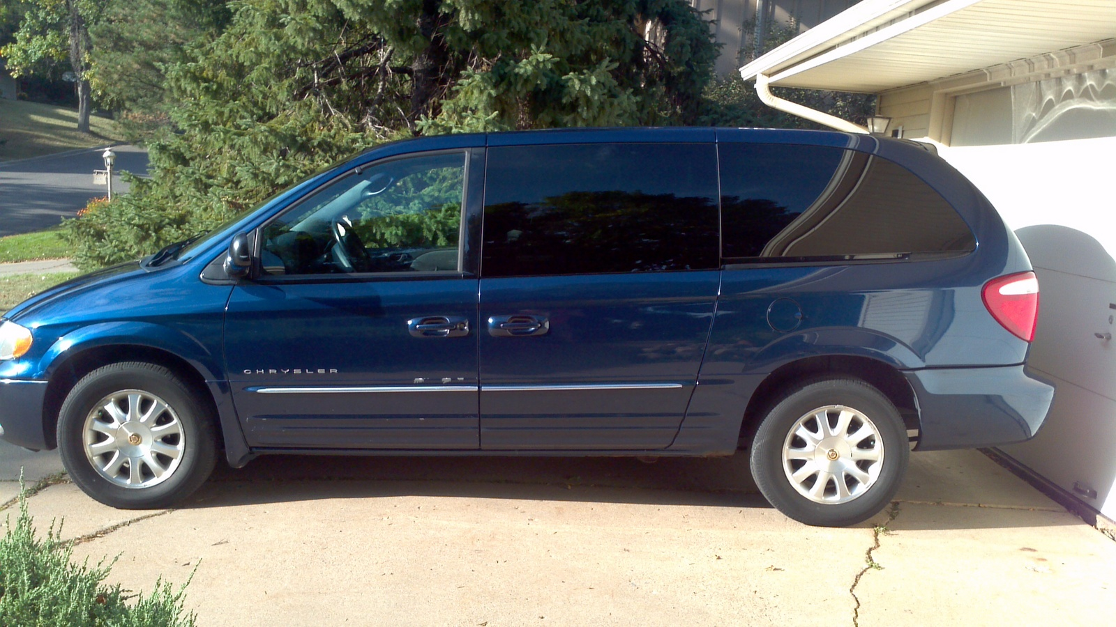 picture of 2001 chrysler town country lxi exterior. Cars Review. Best American Auto & Cars Review