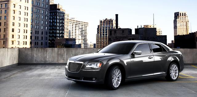 2013 Chrysler 300, exterior left front quarter view, exterior, manufacturer