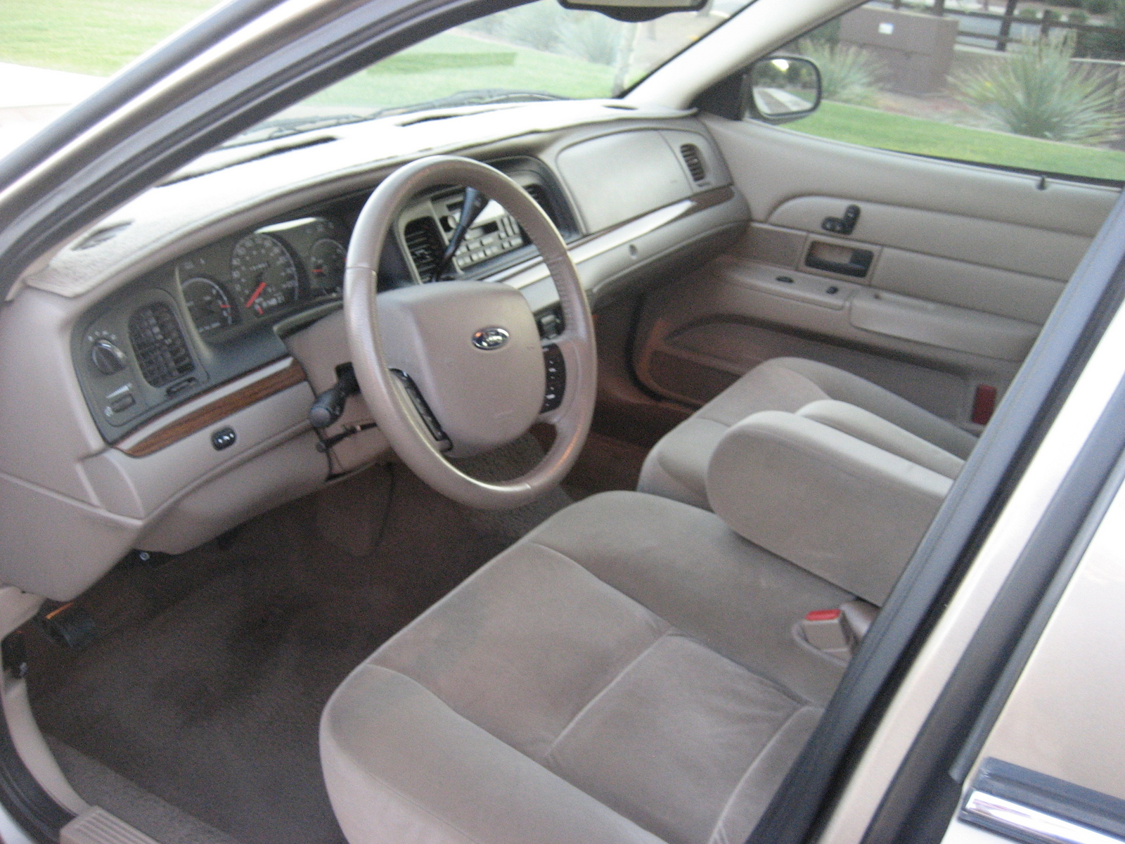 1998 Ford Crown Victoria Interior Pictures To Pin On Pinterest Pinsdaddy