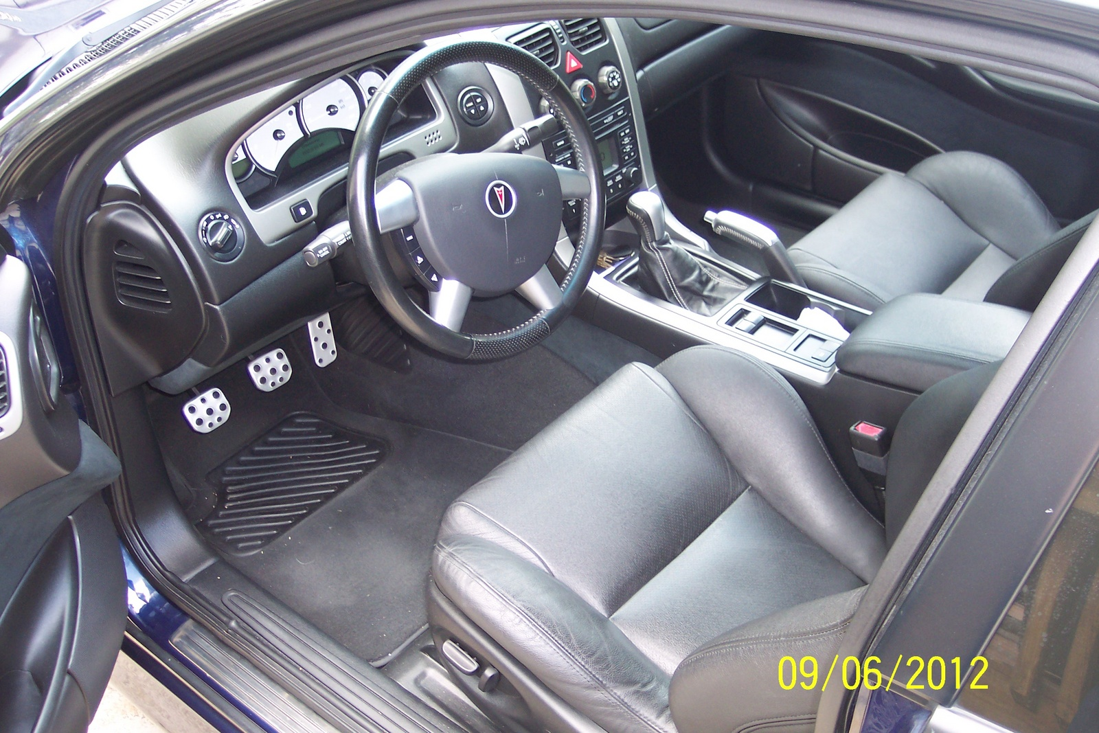 2005 pontiac gto interior pictures cargurus. Black Bedroom Furniture Sets. Home Design Ideas