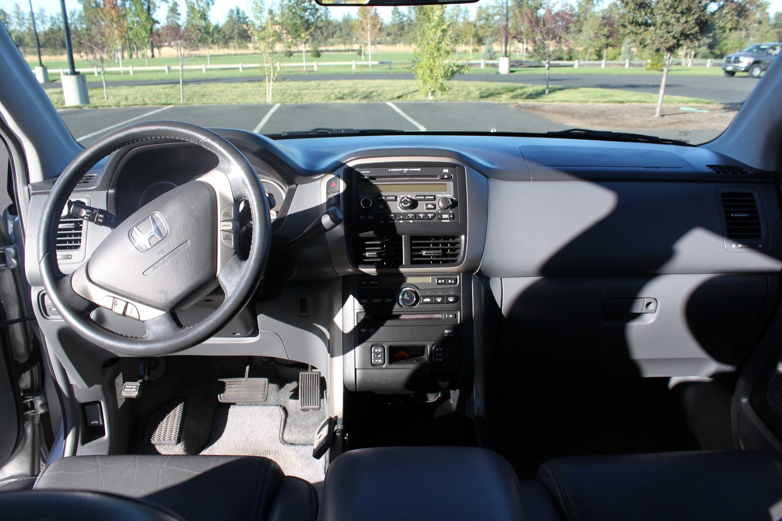 2006 honda pilot interior pictures cargurus. Black Bedroom Furniture Sets. Home Design Ideas