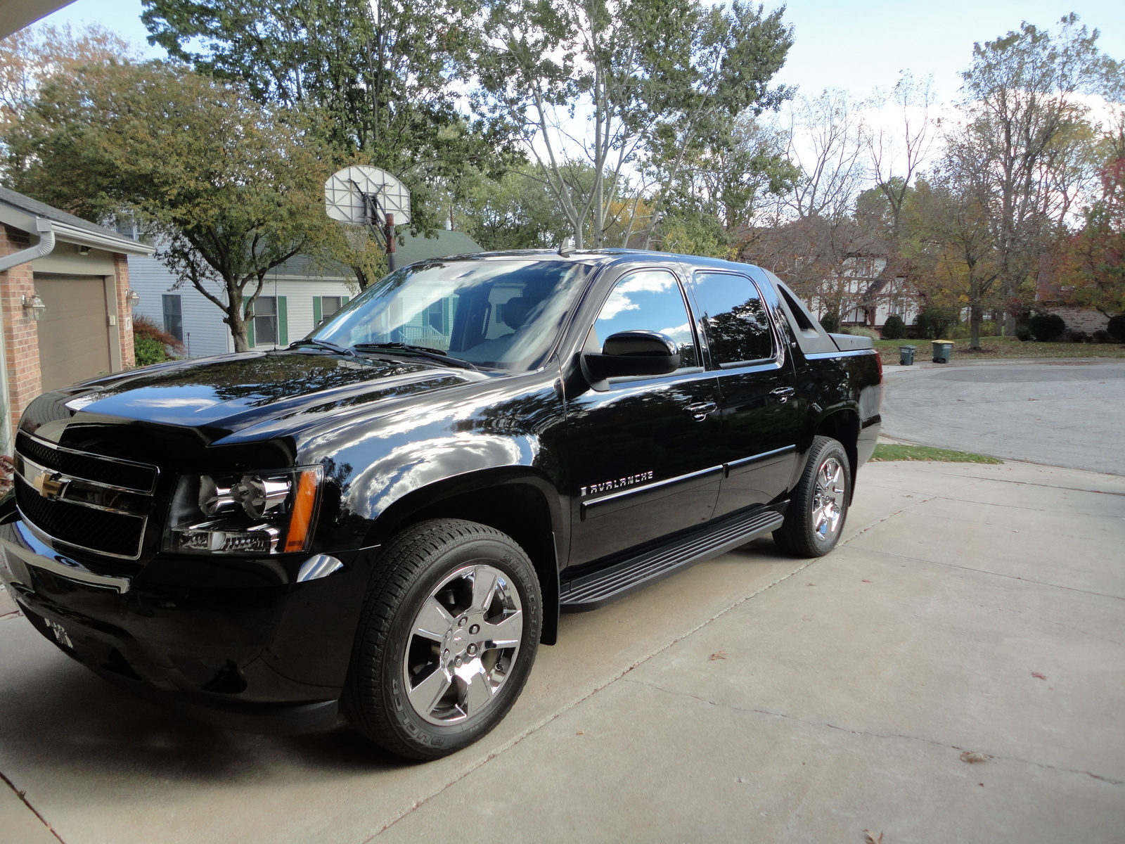pin 2008 chevy avalanche lifted highertechlifts