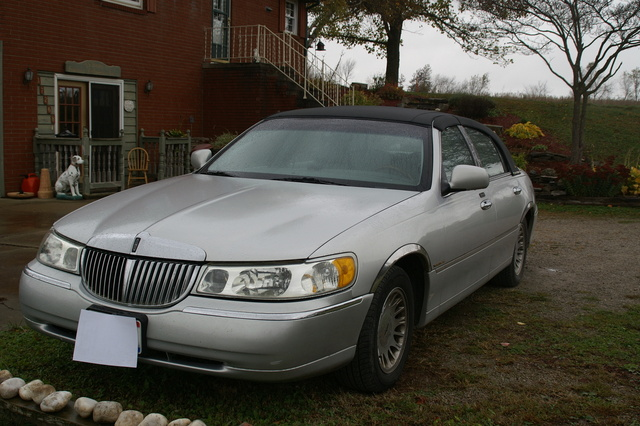 2002 Lincoln Town Car Overview Cargurus