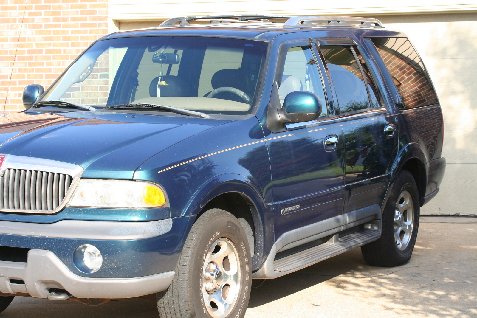 Picture Of 1998 Lincoln Navigator 4 Dr Std 4wd Suv Exterior