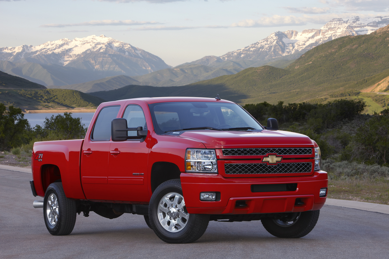 2013 Chevrolet Silverado 2500HD, Front-quarter view. Copyright General Motors, manufacturer, exterior