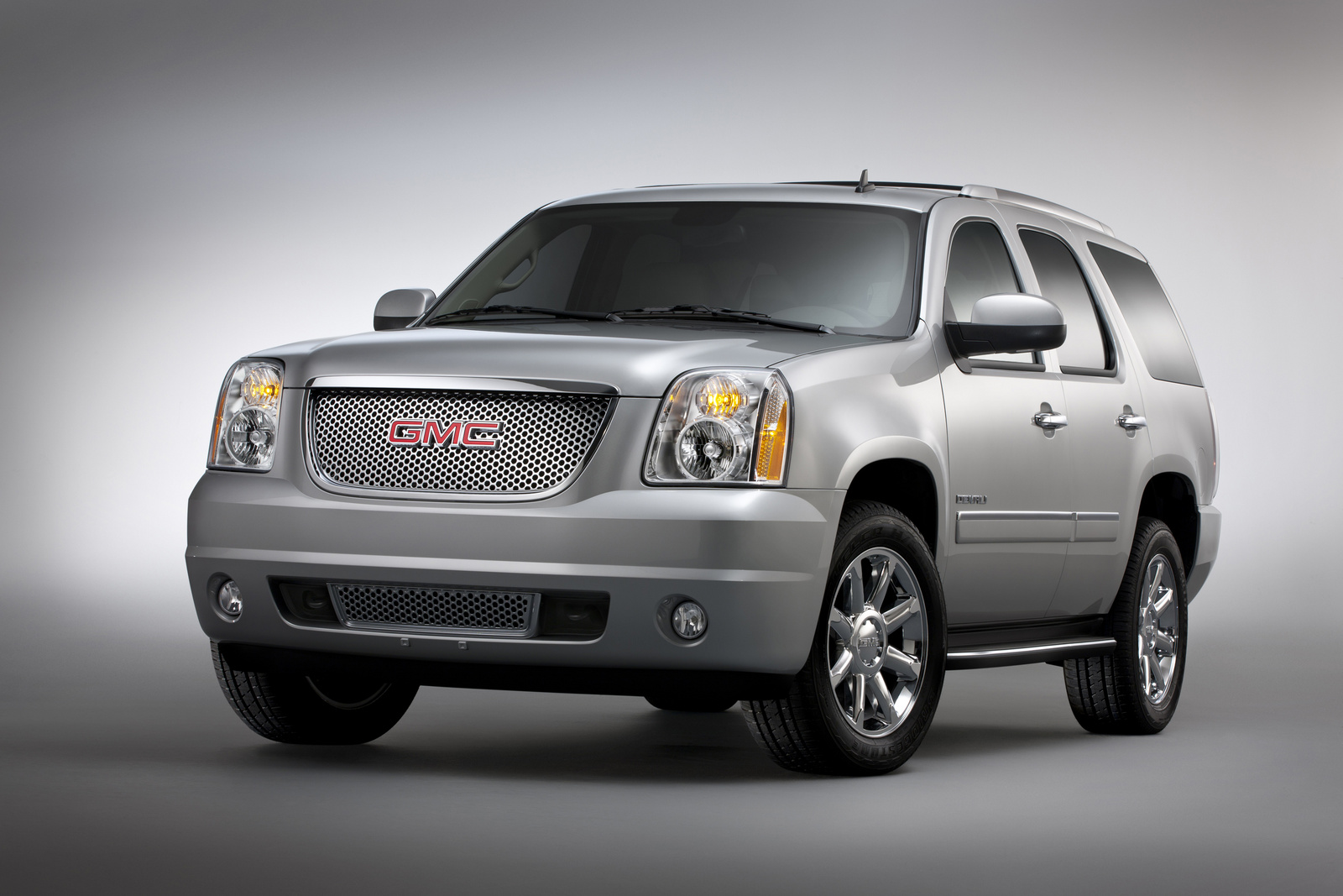 2013 GMC Yukon, Front-quarter view. Copyright General Motors, exterior, manufacturer